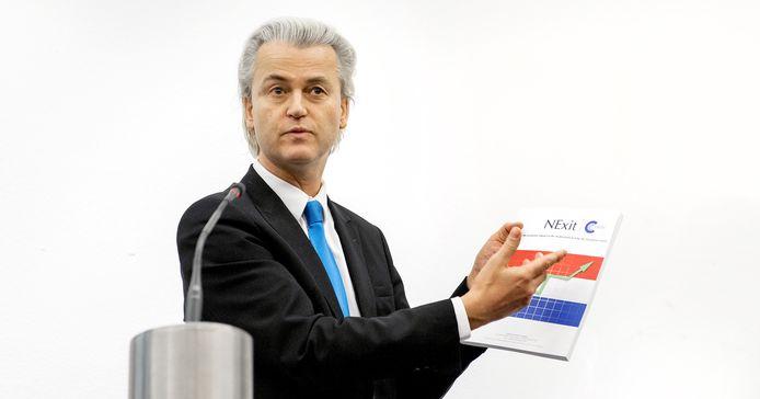 PVV-leider Geert Wilders in 2014 met zijn Nexit-rapport