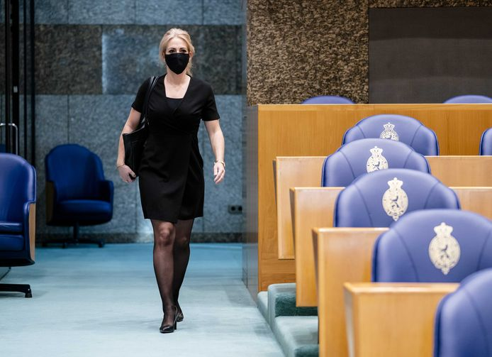 Lilian Marijnissen (SP) vindt het nu juist het moment om de zorg op te bouwen in plaats van verder uit te kleden, zoals in de Houtskoolschets Acute Zorg wordt gesuggereerd