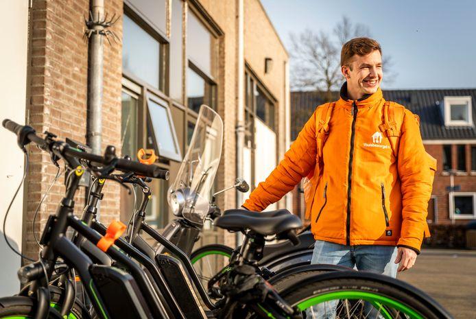 Naast het bezorgen van maaltijden houdt Daniël Vollenberg, Driver Captain bij Thuisbezorgd.nl, ook in de gaten of alle nieuwe regels door Eindhovense bezorgers in acht worden genomen.