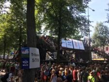 Trap over Oranjesingel tijdlang stuk, publiek onwel door lange wachten