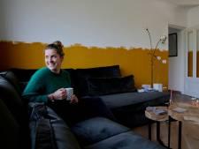 Irene verfde een halve muur geel in haar woonkamer: 'Ik wilde graag een kleur'