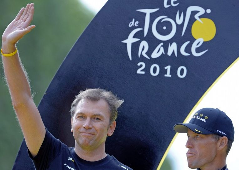 Bruyneel in de Tour van 2010, met Armstrong naast zich.