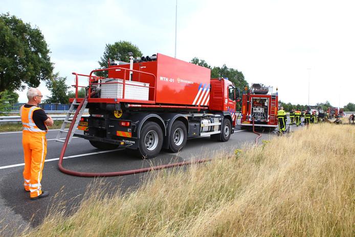 Op de A58 stond een auto in brand. Hierdoor werd de weg rond 12.20 uur afgesloten.