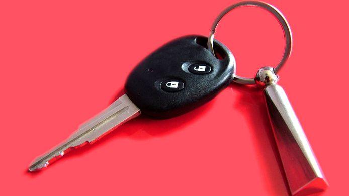 De politie stond klaar om de man zijn sleutels en een paar handboeien te overhandigen.