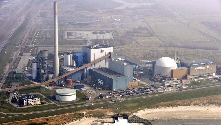 Kerncentrales, zoals hier in het Zeeuwse Borssele, handhaven de afhankelijkheid van foute landen en het grote geld, aldus Rob Wijnberg. Beeld ANP