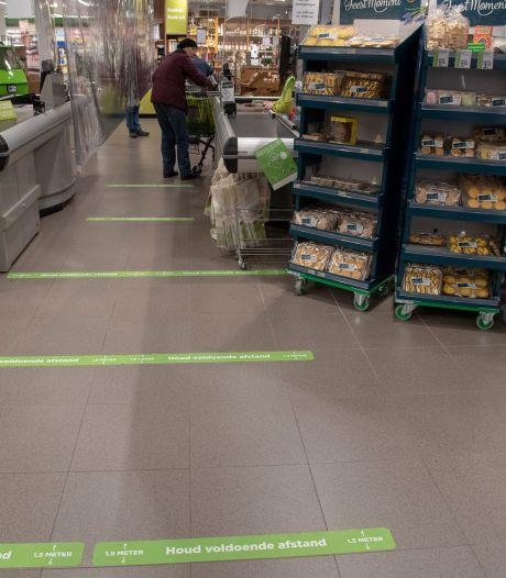 Andere klanten leken geen flauw idee te hebben, hoe ver 1,5 meter precies is