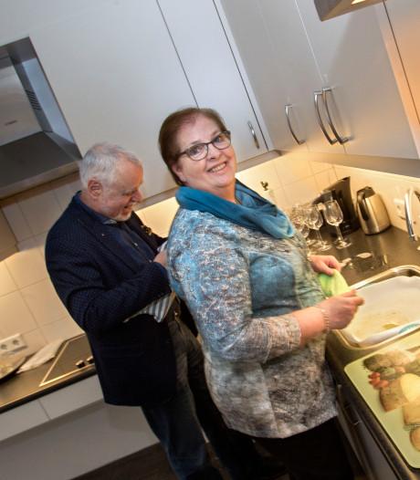 Deur van 'thuishuis' voor senioren in Oudewater op een kier