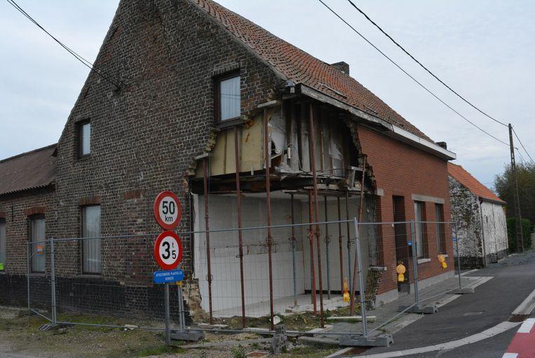 In februari 2016 belandde een tractor met aanhangwagen in de gevel van dit huis op de hoek van de Torhoutbaan en Steenstraat.
