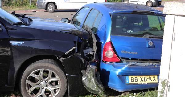 Botsing met drie autos in Waalwijk, geen gewonden.