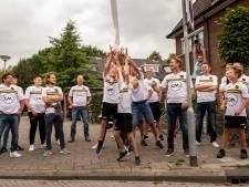 NAC-fans brengen ode aan historisch shirt