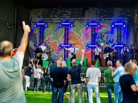 Breda Barst zit Kaai Live in Oosterhout dwars