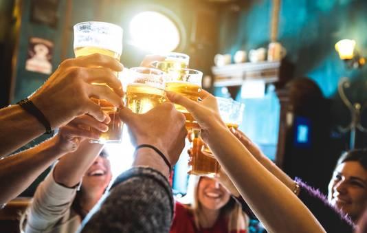 borrel vrienden kroeg bier