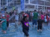 Uitzinnige supporters duiken in Hofpleinfontein