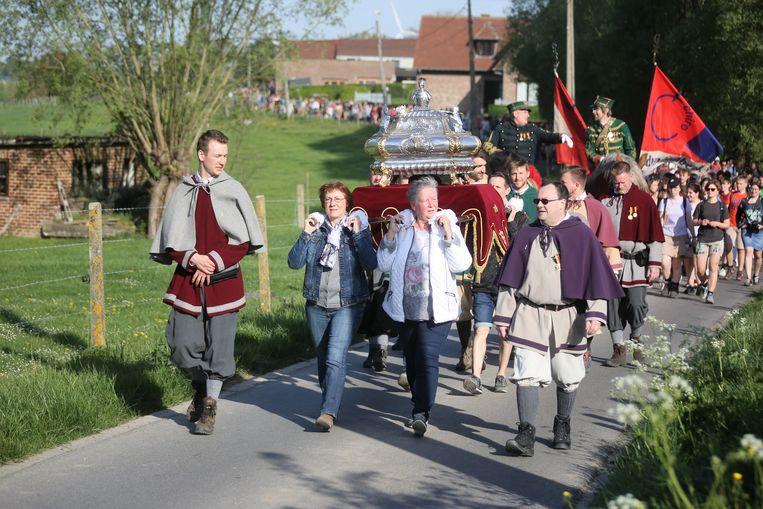 Het reliekschrijn van patroonheilige Sint-Veroon op Paasmaandag tijdens de Sint-Veroonmars dit jaar.