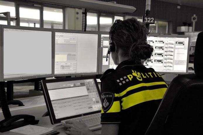 Naast agenten zitten in Lelystad nu ook psychiatrisch verpleegkundigen in de meldkamer.