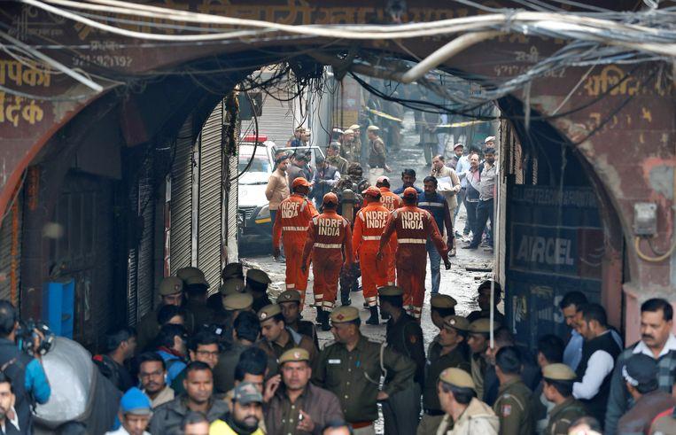 Brand breekt uit in een Indiase fabriek terwijl veel arbeiders lagen te slapen.  Beeld REUTERS