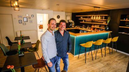 """Tea-room, aperitiefbar en kapperszaak in één bij Coupe Café: """"Coronacrisis schrikt ons niet af"""""""