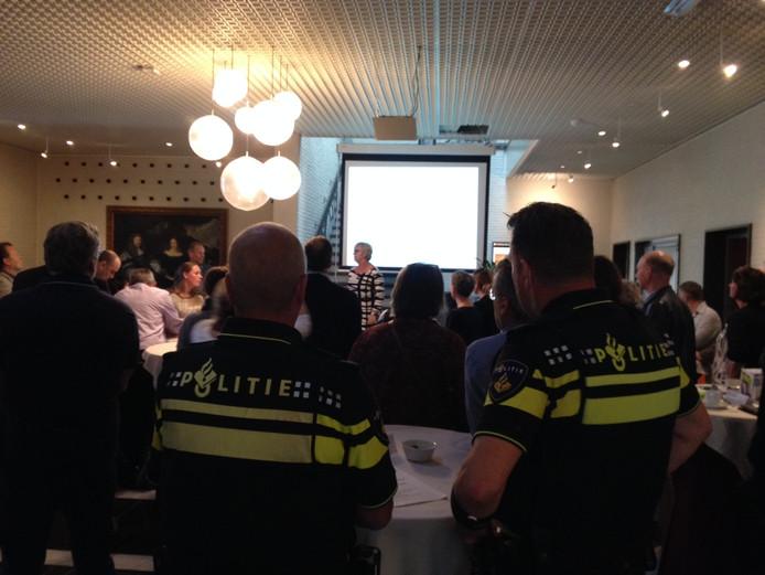 De politie was tijdens de inloopavond aanwezig voor het beantwoorden van vragen.