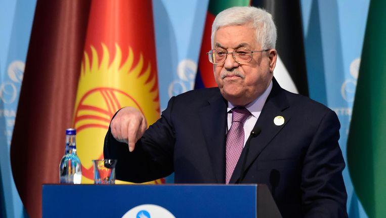 President Abbas tijdens zijn toespraak op het spoedberaad. Beeld afp