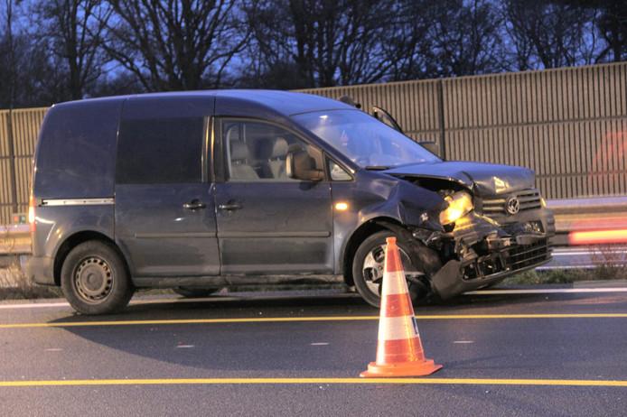 Schade aan auto na de kettingbotsing op de A1; afgelopen dinsdag raakten zes auto's beschadigd bij een kettingbotsing. Vanochtend was het opnieuw raak.