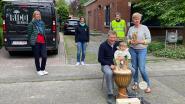 Gezinsbond zet buurtsfeermaker vanwege dagelijks muzikaal applaus in de bloemetjes