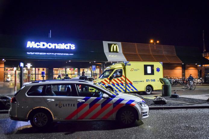 De gewonde man vluchtte naar de McDonalds.