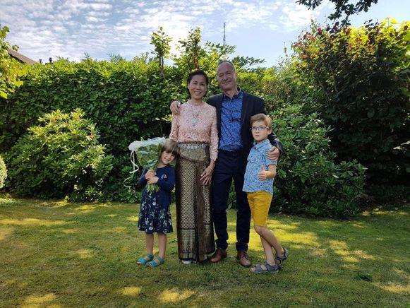 Op hun huwelijk in 2017. Voor het jongste kleinkind is oma Latt heel mooi 'omelet'.