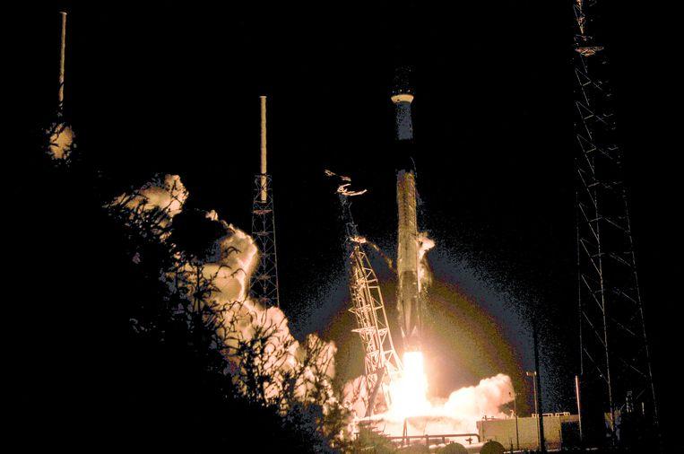 De lancering van de eerste 60 satellieten afgelopen donderdag 24 mei, met een Falcon 9 raket van Space X vanuit Cape Canaveral in Florida