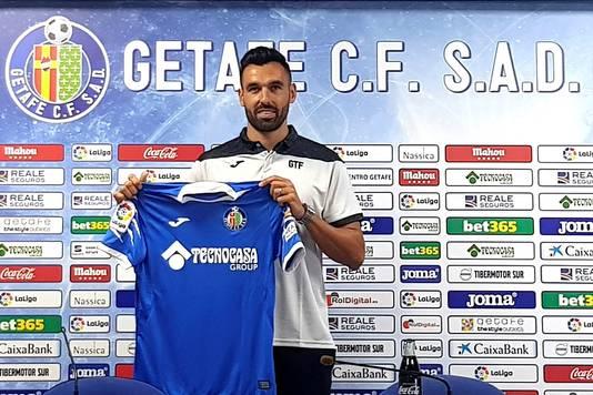 Enric Gallego met het shirt van Getafe.