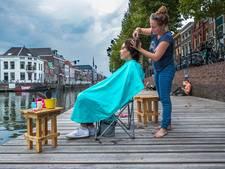 Marjolijn (36) knipt mensen in de buitenlucht: 'Ik ben geen gewone kapper'