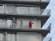 Storm Dennis doet glazen balustrades van woontoren wankelen: burgemeester De Clercq beveelt herstelling