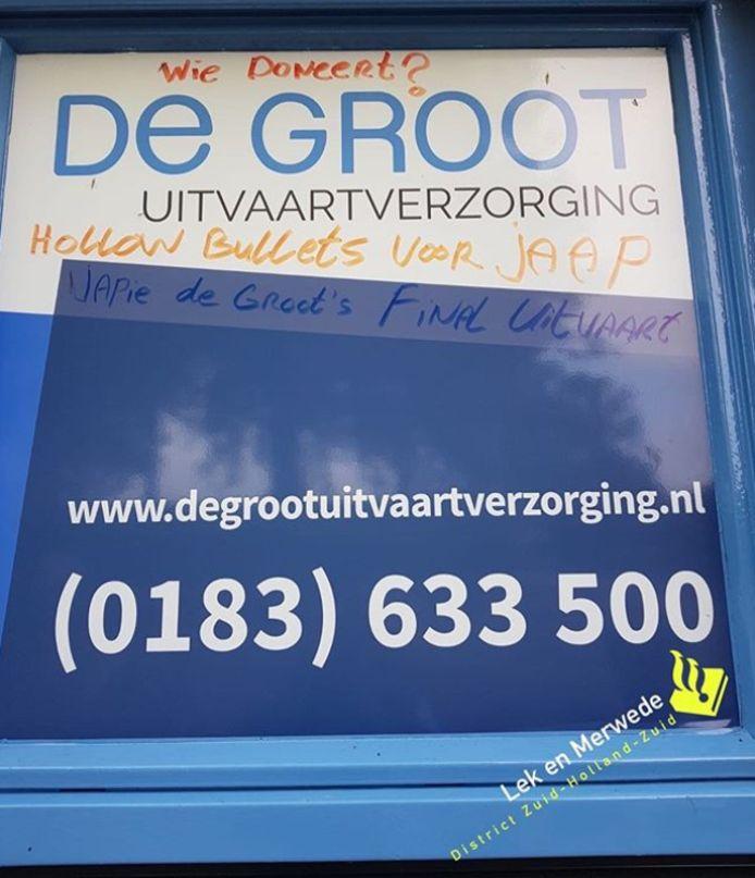 Bekladdingen met bedreigingen aan wijkagent Jaap de Groot in Gorinchem