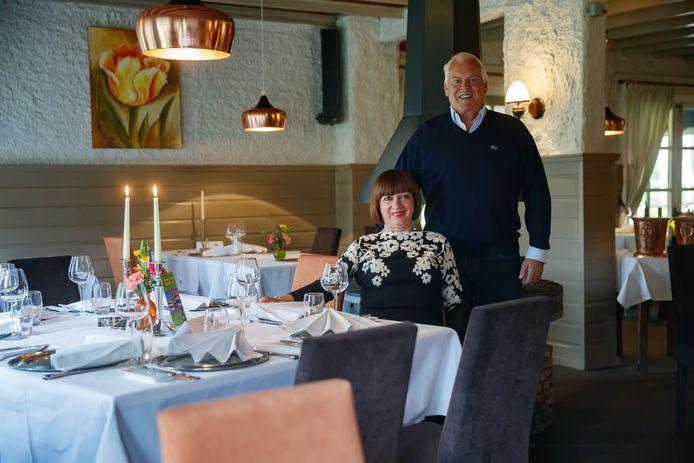 George Muns en zijn vrouw Maité in restaurant De 7 Bergsche Hoeve in Zevenbergen. Het plan is om de boerderij te slopen en er zorgappartementen te bouwen.