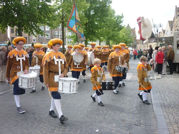 Kaasbollenfanfare op jaarlijkse boter- en kaasfeesten in Diksmuide