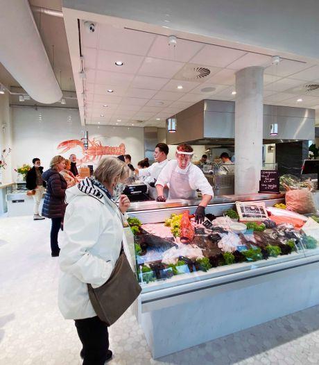 Nieuwe visspeciaalzaak Piushaven open: tafeltjes gedekt, maar bistro moet nog even wachten