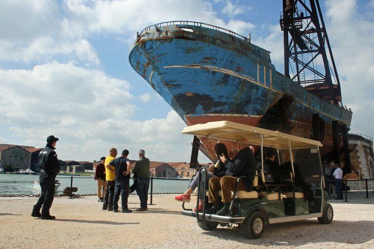 Barca Nostra van Christoph Büchel. Beeld Anna van Leeuwen