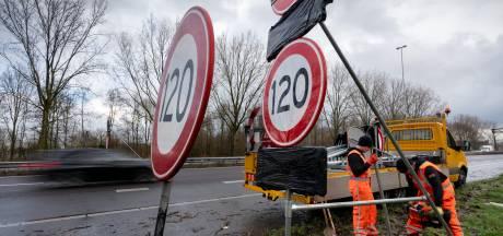 Nieuwe 120 én 100 km borden staan al klaar langs de A59 bij Den Bosch