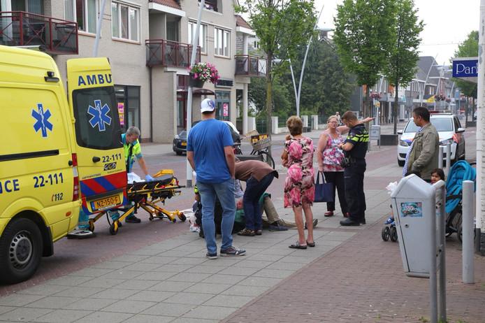 Fietser rijdt voetganger aan op Sniederslaan in Bladel.