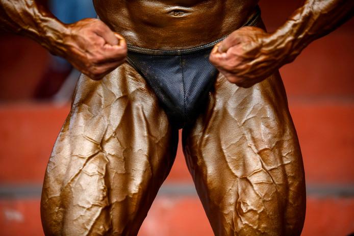 Bodybuilder Mahesh Maharjan uit Nepal is klaar voor: de Aziatische kampioenschappen in Kathmandu.