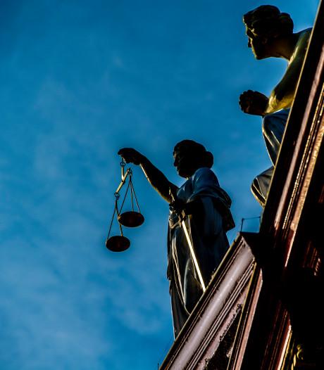 Politierechter voor één keer 's avonds in touw