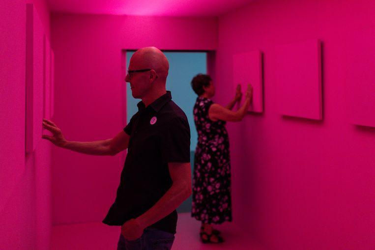 Het internationale project STIL.centriphery/Museum of Stillness, door  theatermaker Lieke Benders, acteur Bart Bijnens, de Franse choreograaf Éric Minh Cuong Castaing en de Roemeense illustrator Livia Coloji. Beeld null