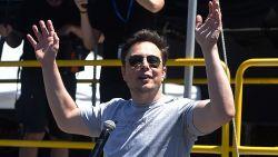 Elon Musk tweet over mogelijke privatisering Tesla: aandeel schiet omhoog en handel is opgeschort