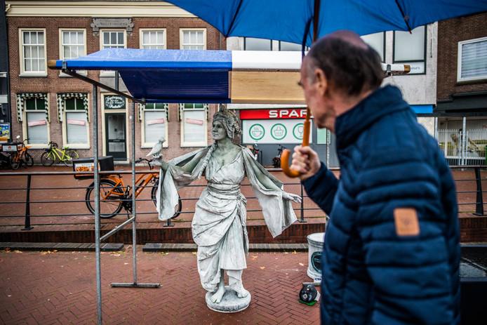 Een voor het festival ongekend beeld: een eenzame sculptuur langs de Jansbeek