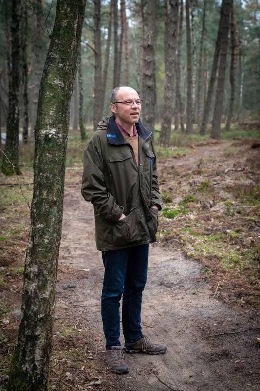Jeroen de Koe, de huidge beheerder van nationaal park Veluwezoom, over een recent verbreed wandelpad.
