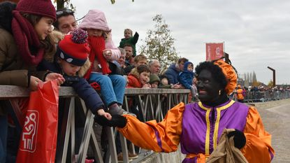 Groot kinderfeest bij aankomst Sint en Zwarte Pieten