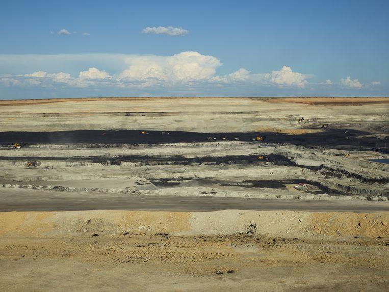 Een open-pit kolenmijn in het steppelandschap van de noordelijke provincie Binnen-Mongolië. Beeld null