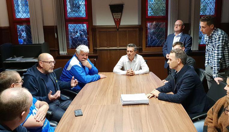 De voorzitters van de clubs eisen dat de gemeente snel werk maakt van het dossier.