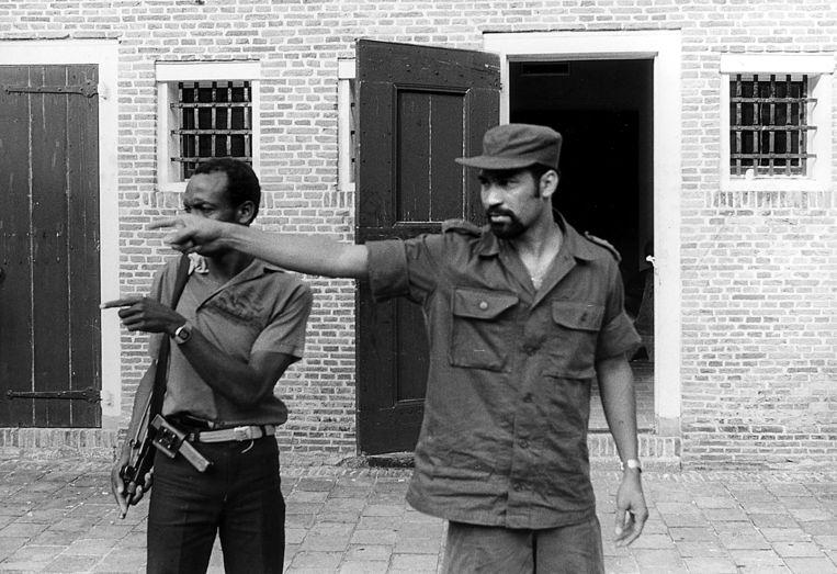 Legerleider Bouterse in maart 1982 in Fort Zeelandia tijdens een coup tegen hem. Negen maanden later werden 15 politieke tegenstanders van het militaire regime omgebracht, onder wie couppleger Surindre Rambocus. Beeld ANP