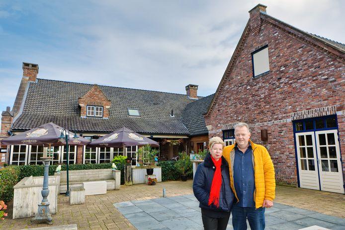 Oosterhout - 18-10-2019 - Pix4Profs / Johan Wouters - Gasterij De Seterse Hoeve in Oosterhout, met op de voorgrond eigenaren Anita en Edwin van de Wouw. Het echtpaar stopt met het horecapand.
