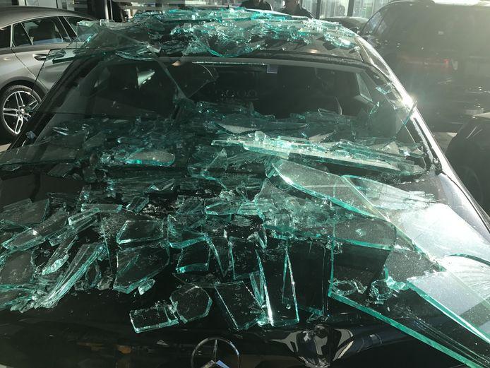 Verschillende wagens liepen schade op in deze garage in Knokke.